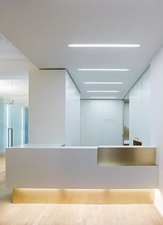 weissraum is a new dental practice in Munich's Neuhausen-Nymphenburg district. Our task was to name the dental practice, design the interior and. Medical Office Design, Dental Office Design, Healthcare Design, Dental Reception, Reception Desk Design, Office Reception, Reception Table, Clinic Interior Design, Clinic Design