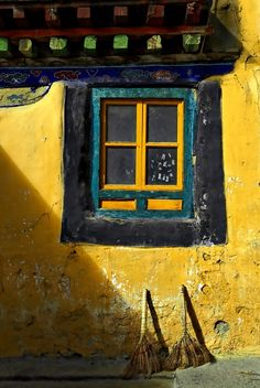 Images of Tibet - bright yellow window. Close enough to being a door :) Old Doors, Windows And Doors, Asian Windows, Vitrier Paris, Double Vitrage, Mellow Yellow, Bright Yellow, Blue Green, Through The Window