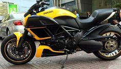 Any one seen blue wheels on a diavel yet? Planning a custom job next winter, as i just got mine in feb.