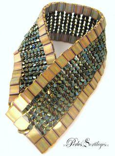 Bracelet souple en perles tissées à l'aiguille