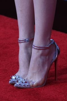 Emma Stone in Christian Louboutin, i love it but ouch :S