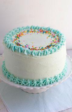 Classic Yellow Layer Cake with Fudge Filling - The Baker Chick Circle Cake, Cake Borders, Cake Decorating Tips, Cute Cakes, Cream Cake, Vanilla Cake, Cupcake Cakes, Cake Recipes, Sweet Treats