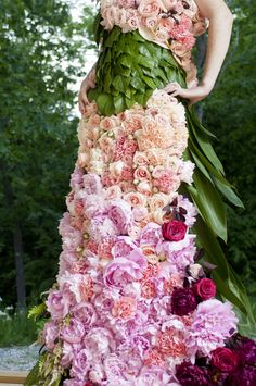 Floral Fashion – 23 Dresses Made From Flowers Cloth Flowers, Real Flowers, Floral Fashion, Fashion Dresses, Lanvin, Dress Images, Bridesmaid Dresses, Wedding Dresses, Flower Dresses