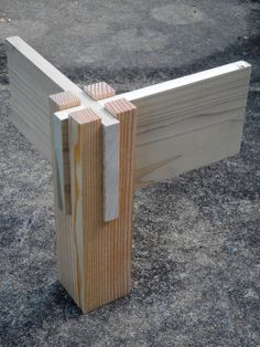 Wooden Corner Joint ---- Add rails in the middle for a bed.
