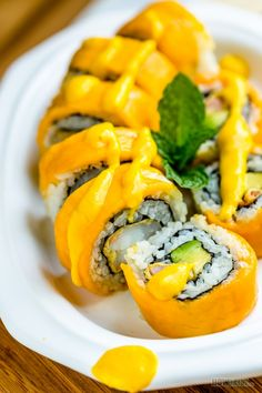 Beautiful snack or appetizer for your kid to celebrate the season change. Great flavor that is softy sweet on the outside and crunch and salty umami inside. Sweet Sushi, Sushi Love, Asian Recipes, Healthy Recipes, Ethnic Recipes, Shrimp Sushi Rolls, Mango Sushi, Homemade Sushi Rolls, Veggie Sushi