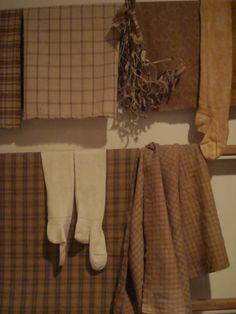beautiful brown homespun...by next Christmas I'll be weaving too!