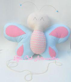 Little Owl Artesanatos Diy Butterfly, Felt Owls, Fabric Toys, Clay Tutorials, Clay Creations, Softies, Dinosaur Stuffed Animal, Plush Pillow, Felt Projects