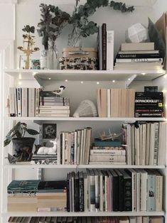 bookshelf ideas, DIY bookshelf decorating ideas, bookshelves for small space, un… – Bookshelf Decor Bookshelves For Small Spaces, Cheap Bookshelves, Creative Bookshelves, Decorating Bookshelves, Bookshelf Design, Bookshelf Ideas, Bookshelves In Bedroom, Bookshelf Styling, Book Shelves