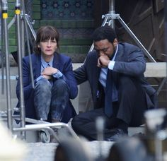 """Julia Roberts and Chiwetel Ejiofor take a break on the set of """"The Secret In Her Eyes"""", 2015.  The scene they were filming required Roberts to cry.  According to online reports, she continued to cry for several minutes after they yelled """"cut""""."""
