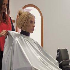 Hair Cuts, Sari, People, Photography, Fashion, Barber Shop Names, Womens Fashion, Haircuts, Saree