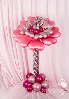 Balloon flower centerpiece. Pretty design and color combination.