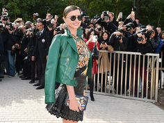 The utterly stunning Miranda Kerr, rockin' an emerald leather jacket and statement round shades, drew a crowd in Paris during fashion week!