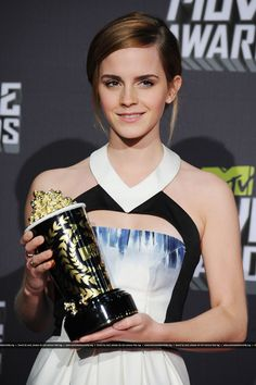 Click image to close this window English Actresses, British Actresses, Hermione Granger, Amazing People, Pretty People, Emma Watson Movies, Emma Watson Images, Charlotte, Harry Potter Film