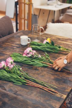 arranging flowers at home, easy way to trim and organize your flowers