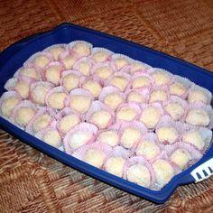 Egy finom Raffaello golyó ebédre vagy vacsorára? Raffaello golyó Receptek a Mindmegette.hu Recept gyűjteményében! Sweets, Cookies, Baking, Food, Raffaello, Sweet Pastries, Bread Making, Biscuits, Goodies