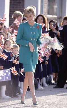 Princess Diana's fashion sense went down in history - The World News Daily Princess Diana Photos, Princess Diana Fashion, Princess Diana Family, Prince And Princess, Princess Of Wales, Charles And Diana, Prince Charles, Lady Diana Spencer, Royal Fashion