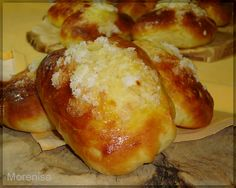 Bollos suizos Bakery Recipes, Bread Recipes, Cooking Recipes, Biscuit Bread, Pan Bread, Venezuelan Food, Donuts, Sweet Dough, Thermomix Desserts
