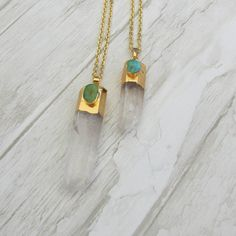 Collier pendentif cristal de roche et pierre par LaCaravaneTzigane find us here-> https://lacaravanetzigane.com/