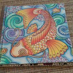 Instagram media artecomoterapia - Amei, como sempre! Colorido super lindo!!!! @Regrann from @lehjoly -  Minha carpa finalizada, adoro esse livro.  #florestamagica #FlorestaMágica #Coquetel #FlorestaEncantada #Euamopintar #antiestresse #arteterapia #artecomoterapia #coloringtherapy #coloriage