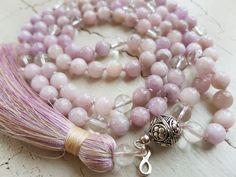 Mala Liebe Kette Diese Kette kann individuell bei uns bestellt werden! Tassel Necklace, Tassels, Jewelry, Fashion, Pearls, Necklaces, Love, Schmuck, Moda