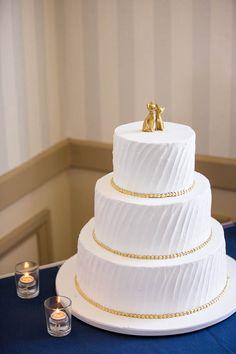 Trendy Wedding Cakes White And Gold Magazines Big Wedding Cakes, Wedding Cake Fresh Flowers, Wedding Cake Photos, Wedding Cake Designs, Daytime Wedding, Trendy Wedding, Wedding Ideas, Fall Wedding, Elegant Wedding