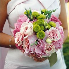 Bouquet de mariée rose et vert anis avec rose, chrysanthème et hortensia - Organiser un mariage