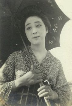 "O You お葉, real name ; 永井カ子ヨ - かねよ ""Nagaika-ko Yo - Kaneyo"" - Model & lover of Takehisa Yumeji 竹久夢二 (1884-1934) ""Parasoru o sasu o You パラソルをさすお葉 (O You with parasol)"" - 1920s"