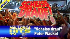 """Peter Wackel, """"Scheiss drauf! Malle ist nur einmal im Jahr"""" von den Ballermann Hits 2013 (Titelsong) beim Bierkönig Partyboot 2013 in Köln. http://MallorcaHitsTV.de"""