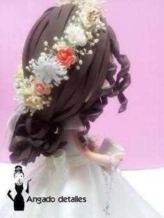 Peinado de fofucha comunión o novia. Recogido con flores.