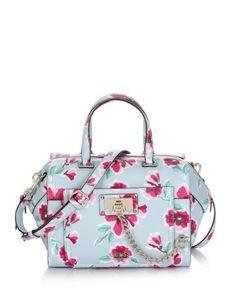 Borse color pastello, l'accessorio ever green sempre perfetto Guess Forget me not paxton satchel floral bag 145.00 euro