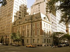 """Grace Vanderbilt's new home after 640 Fifth Avenue was demolished as it stands today: 1048 5th Avenue, what she called """"The Gardener's Cottage."""""""