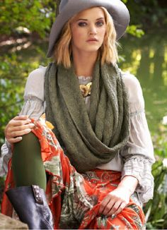 Infinity Scarf pattern by Amanda Blair Brown Ways To Wear A Scarf, How To Wear Scarves, Cool Street Fashion, Street Style Women, Knit Fashion, Girl Fashion, Vogue Knitting, Picasa Web Albums, Sweater Set