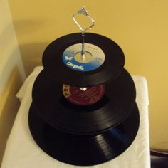 put your records on - cool cupcake stand Cake And Cupcake Stand, Fun Cupcakes, Party Themes, Party Ideas, Gift Ideas, Old Vinyl Records, August Birthday, Music Decor, Dessert