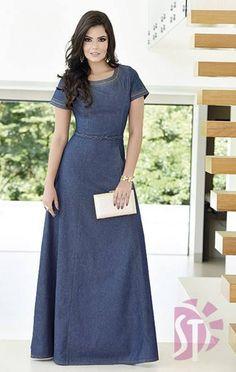 Pretty and modest jean dress. Modest Dresses, Modest Outfits, Modest Fashion, Cute Dresses, Fashion Dresses, Denim Fashion, Hijab Fashion, Jeans Dress, Dress Skirt