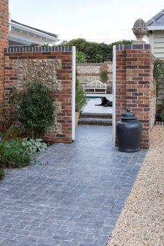 Ballanstone tumbled patio tiles from Mandarin Stone xxx Limestone Pavers, Brick Pavers, Brick Fence, Stone Driveway, Driveway Design, Driveway Ideas, Stone Tile Flooring, Stone Tiles, Farmhouse Garden