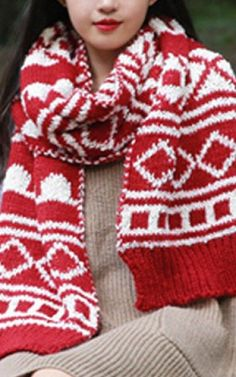 This scarf looks so warm & cozy!