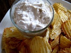 Sour Cream Onion Dip 1 cup sour cream 1 Tablespoon onion flakes 1/2 teaspoon garlic powder 1/2 teaspoon Better Than Bouillion beef base (you could probably use dry beef bouillion, crumbled fine)  In a small bowl, combine all ingredients. Chill for one hour.