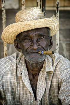 Cigars And Women, Cigar Art, Old Faces, Photo Portrait, Man Smoking, African Men, Interesting Faces, Old Men, Male Face