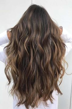 18 Best Winter Hair Colors ★ Classy Shades of Brown Hair Picture 2 ★ See more: http://glaminati.com/best-winter-hair-colors/ #winterhaircolors #haircolors