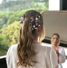Great Gatsby Wedding Veil Inspired by brendasbridalveils Bridal Feather Fascinator, Bridal Fascinator, Feather Fascinator, Fascinator, Hair Clip Bridal Fascinator, Bridal Hair, Headpiece, Bride Hairstyles, Cool Hairstyles, Hairstyle Wedding, Wedding Hair Inspiration, Human Hair Extensions, Hair Inspo