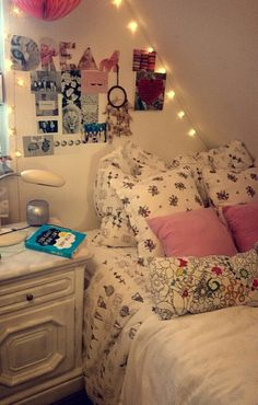 Image via We Heart It https://weheartit.com/entry/175342506 #bedroom #lights #pictures #pillows #room #tumblr