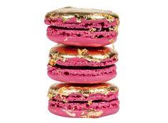 On fond pour le pink macaron paré d'une feuille d'or, la nouvelle création de Ladurée ! http://www.doitinparis.com/fr/art-de-vivre/je-le-veux/le-pink-macaron-signe-laduree-16920