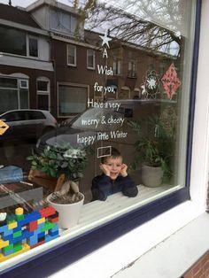 Wens jij je vrienden, kennissen en buren ook heel veel fijns met de kerstdagen / in de winter?! Dan kun je dat doen met een unieke DIY raamtekening. Zo kan iedereen jouw wens lezen en met een glimlach langs jouw huis lopen. GRATIS BIJ DEZE AANKOOP: een A4 sjabloon met de quote Warm