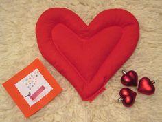 Ya queda muy poquito para San Valentín y seguro que no sabréis que regalar.... ¿Qué os parecería demostar vuestro amor con un saco térmico en forma de corazón? Así cuando abrace el saquito calentito siempre recordará a esa persona que se lo regaló. Además estamos haciendo un sorteo así que hazte fan de nuestra página y apúntate aquí: http://sorteoamoursakote.app.telemw.com/