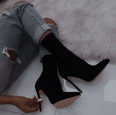 Fancy Shoes, Pretty Shoes, Me Too Shoes, Aesthetic Women, Aesthetic Shoes, Heeled Boots, Shoe Boots, Shoes Heels, Fashion Heels