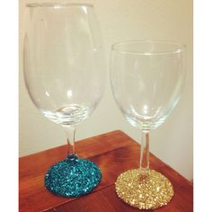 Glitter up your wine glasses for the holidays! #DIY #Crafts