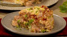 Receta con instrucciones en video: Tu pasta nunca fue tan sabrosa Ingredientes: 500 gr. de pasta cocida , 1 taza salsa tomate, 1 taza salsa blanca, 1 taza arvejas, 250 gr. de mozzarella en cubos, 300 gr. de mozzarella rallada, 300 gr. de jamón cocido, 3 huevos, 2 cdas. de perejil picado, 2 cdas. de parmesano rallado, Sal, pimienta
