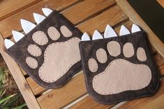 Hot Pad of the Month–June Bear Paw TUTORIAL and PDF PATTERN