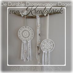 De tweede week van ons project. Vijf gratis haakpatronen voor dromenvangers gehaakt in Durable coral en glam. Haak je mee? Crochet Home, Diy Crochet, Crochet Furniture, Interior Design Plants, Dream Catcher Craft, Diy And Crafts, Arts And Crafts, Crochet Decoration, Crochet Circles