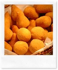 Salgadinhos consist of a delicious cheesy, vegetable or meat stuffing, wrapped in a baked or fried dough, Brazil I Love Food, Good Food, Yummy Food, Snack Recipes, Cooking Recipes, Snacks, Healthy Recipes, Brazil Food, Brazilian Dishes
